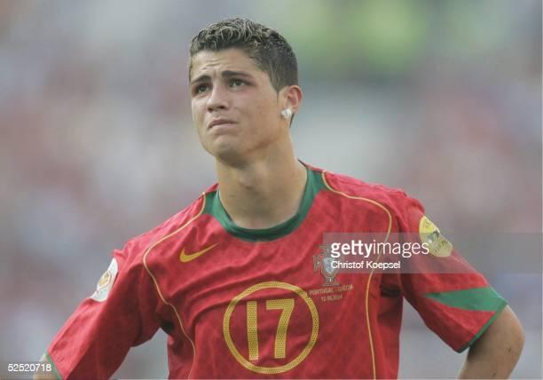 Fussball Euro 2004 in Portugal Vorrunde / Gruppe A / Spiel 1 Porto Portugal Griechenland 12 Cristiano RONALDO / POR 120604