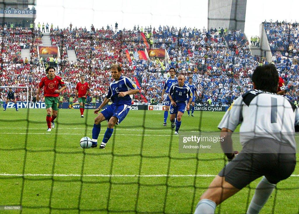 Fussball: EM 2004 in Portugal, POR-GRE : News Photo