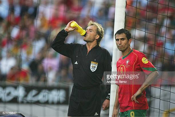 Schiedsrichter Anders FRISK / SWE, PAULETA / POR 20.06.04.