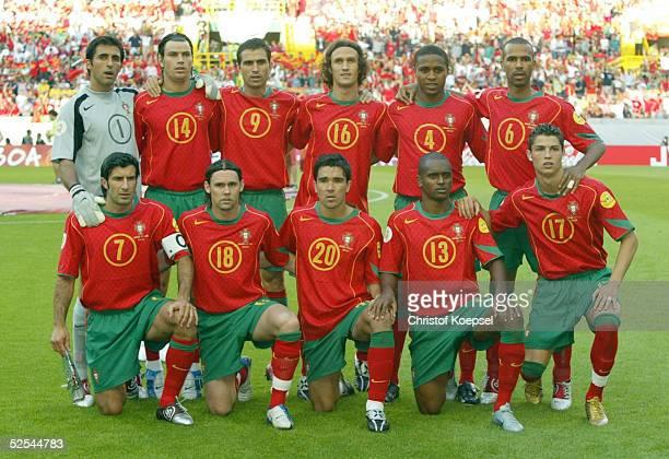 Fussball Euro 2004 in Portugal Vorrunde / Gruppe A / Spiel 17 Lissabon Spanien Portugal 01 Hintere Reihe von links RICARDO Nuno VALENTE PAULETA...