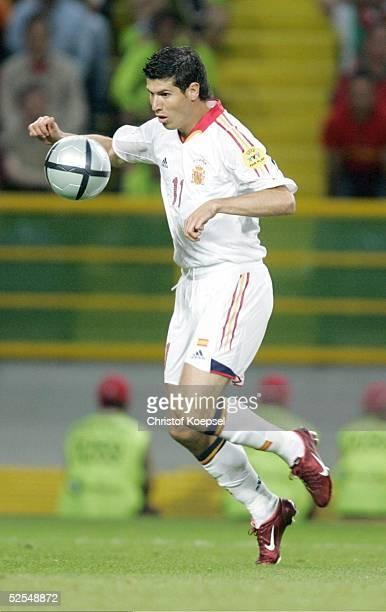 Fussball Euro 2004 in Portugal Vorrunde / Gruppe A / Spiel 17 Lissabon Spanien Portugal 01 Albert LUQUE / ESP 200604