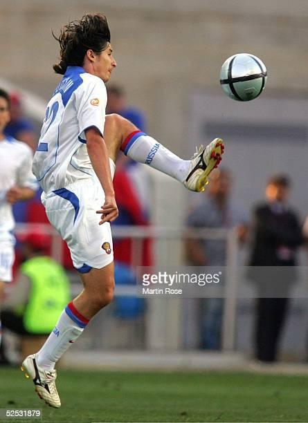 Fussball Euro 2004 in Portugal Vorrunde / Gruppe A / Spiel 2 Faro Spanien Russland 10 Evgueni ALDONIN / RUS 120604