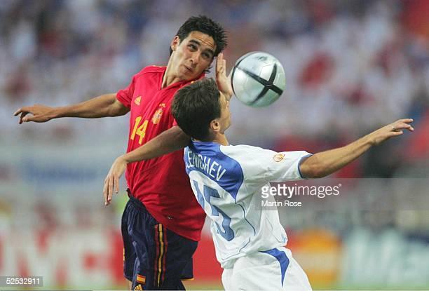 Fussball Euro 2004 in Portugal Vorrunde / Gruppe A / Spiel 2 Faro Spanien Russland 10 VINCENTE / ESP Dmitry ALENICHEV / RUS 120604