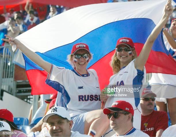 Fussball Euro 2004 in Portugal Vorrunde / Gruppe A / Spiel 2 Faro Spanien Russland Russische Fans 120604
