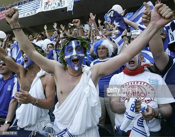 Fussball: Euro 2004 in Portugal, Vorrunde / Gruppe A / Spiel 9, Porto; Griechenland - Spanien ; Fan GRE 16.06.04.