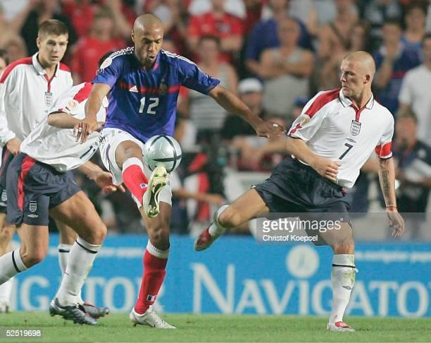 Fussball Euro 2004 in Portugal Vorrunde / Gruppe B / Spiel 1 Lissabon Frankreich England 21 Thierry HENRY / FRA David BECKHAM / ENG 130604