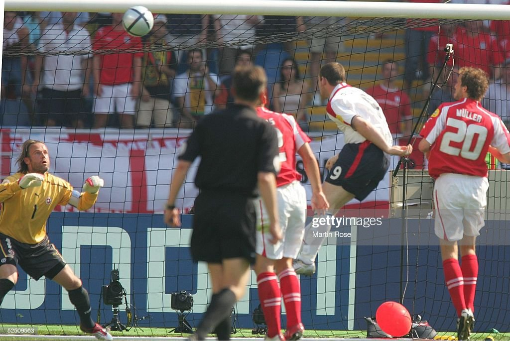 Fussball: EM 2004 in Portugal, ENG-SUI : News Photo
