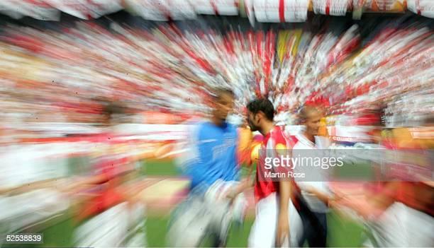 Fussball Euro 2004 in Portugal Vorrunde / Gruppe B / Spiel 11 Coimbra England Schweiz 30 verwischt 170604