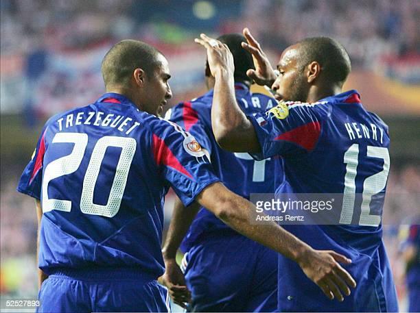 Fussball Euro 2004 in Portugal Vorrunde / Gruppe B / Spiel 12 Leiria Kroatien Frankreich 22 David TREZEGUET und Thierry HENRY / beide FRA 170604
