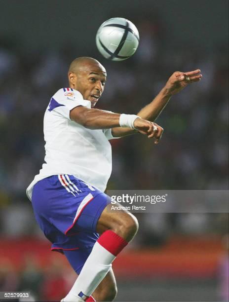 Fussball Euro 2004 in Portugal Vorrunde / Gruppe B / Spiel 19 Coimbra Schweiz Frankreich 13 Thierry HENRY / FRA 210604