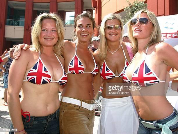 Fussball Euro 2004 in Portugal Vorrunde / Gruppe B / Spiel 4 Lissabon Frankreich England Britische weibliche Fans vor dem Stadion 130604