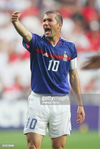 Fussball Euro 2004 in Portugal Vorrunde / Gruppe B / Spiel 4 Lissabon Frankreich England 21 Zinedine ZIDANE / FRA 130604
