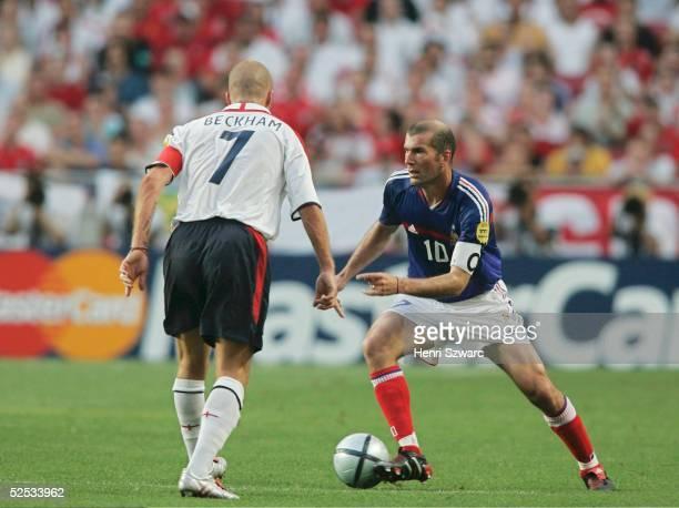 Fussball Euro 2004 in Portugal Vorrunde / Gruppe B / Spiel 4 Lissabon Frankreich England 21 David BECKHAM / ENG Zinedine ZIDANE / FRA 130604