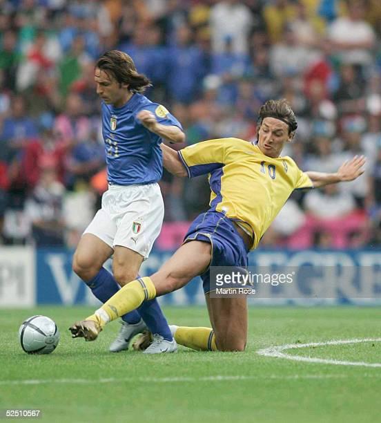 Fussball: Euro 2004 in Portugal, Vorrunde / Gruppe C / Spiel 14, Porto; Italien - Schweden ; Andrea PIRLO / ITA - Zlatan IBRAHIMOVIC / SWE 18.06.04.