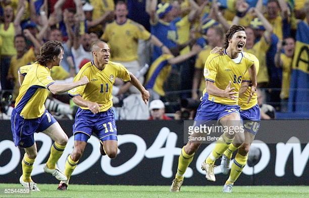 Fussball: Euro 2004 in Portugal, Vorrunde / Gruppe C / Spiel 14, Porto; Italien - Schweden ; Torjubel zum 1:1 durch Zlatan IBRAHIMOVIC / SWE 18.06.04.