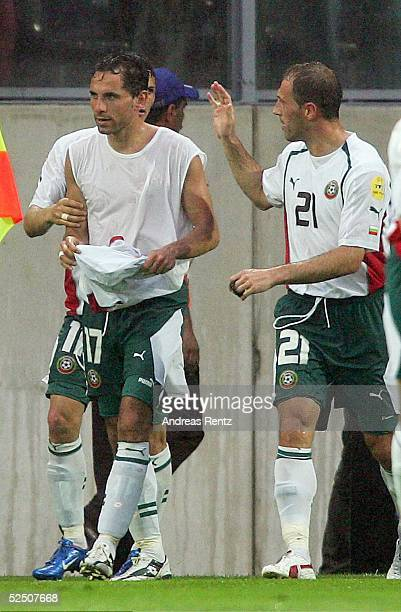 Fussball: Euro 2004 in Portugal, Vorrunde / Gruppe C / Spiel 21, Guimaraes; Italien - Bulgarien ; Martin PETROV / BUL Torschuetze zum 0:1 fuer...