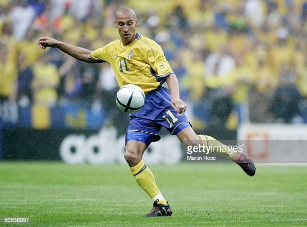 Fussball Euro 2004 in Portugal Vorrunde / Gruppe C / Spiel 22 Porto Daenemark Schweden 22 Henrik LARSSON / SWE 220604