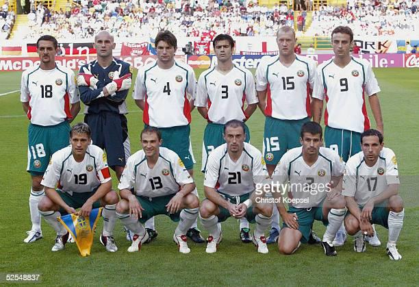 Fussball Euro 2004 in Portugal Vorrunde / Gruppe C / Spiel 6 Lissabon Schweden Bulgarien 50 Team Bulgarien Hintere Reihe von links Predrag PAZIN...