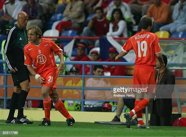 Fussball Euro 2004 in Portugal Vorrunde / Gruppe D / Spiel 16 Aveiro Niederlande Tschechien 23 Auswechslung Arjen ROBBEN / NED gegen Paul BOSVELT /...