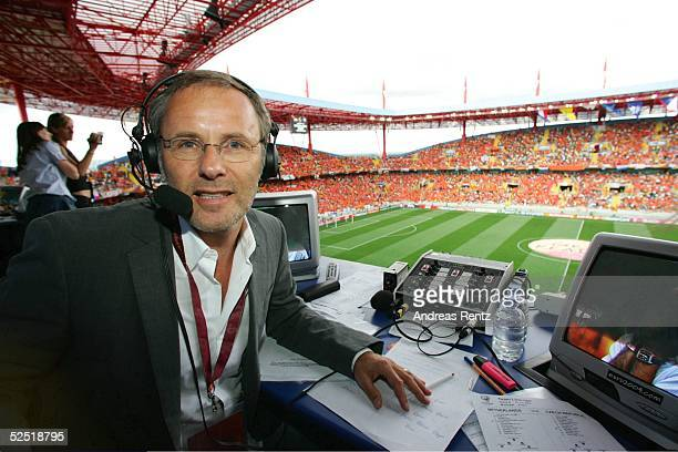 Fussball Euro 2004 in Portugal Vorrunde / Gruppe D / Spiel 16 Aveiro Niederlande Tschechien 23 ARD Fernsehen Kommentator Reinhold BECKMANN 190604