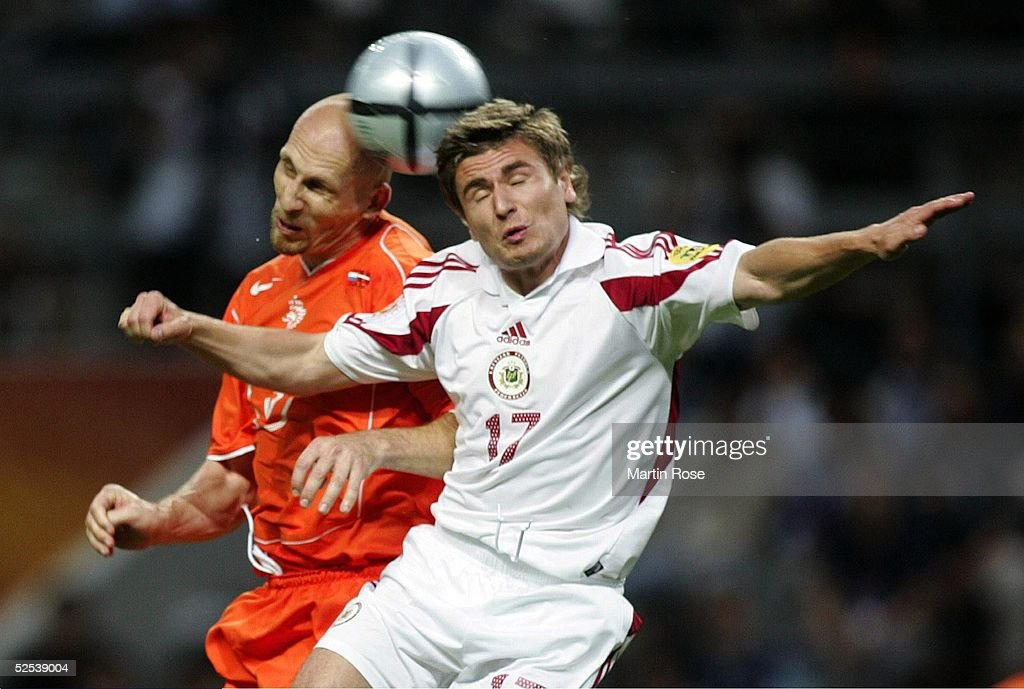 Fussball: EM 2004 in Portugal, NED-LAT : News Photo