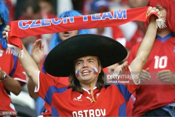 Fussball: Euro 2004 in Portugal, Vorrunde / Gruppe D / Spiel 24, Lissabon; Deutschland - Tschechien ; Tschechischer Fan mit Hut / CZE 23.06.04.