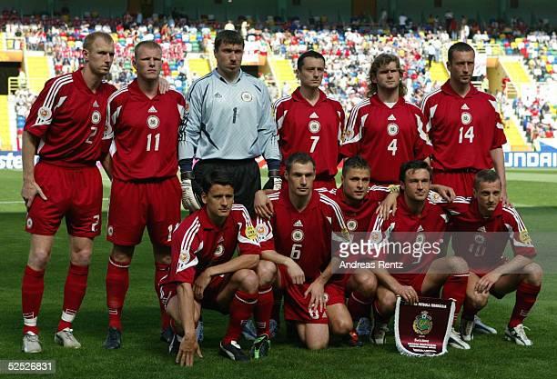 Fussball Euro 2004 in Portugal Vorrunde / Gruppe D / Spiel 7 Aveiro Tschechien Lettland 21 Gruppenfoto Lettland Igors STEPANOVS Andrejs PROHORENKOVS...