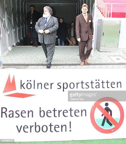 Fussball FIFA Confederations Cup 2005 Koeln Pressegespraech Chuck BLAZER / Chairman of the Organizing Committee FIFA und Hubert ROESTER / Koelner...