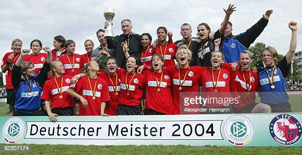Fussball / Frauen 1 Bundesliga 03/04 Frankfurt 1 FFC Frankfurt 1 FFC Turbine Potsdam Jubel Potsdam 130604