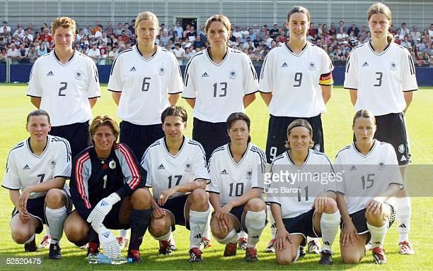 Fussball / Frauen Laenderspiel 2004 Hoffenheim Deutschland Norwegen 01 Teamfoto Deutschland hinten von links Kerstin STEGEMANN Viola ODEBRECHT Sandra...