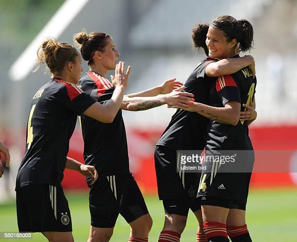 Fussball Frauen Nationalmannschaft Freundschaftsspiel Deutschland Schottland 30 Dzsenifer Marozsan Celia Okoyino da Mbabi Anja Mittag und Babett...