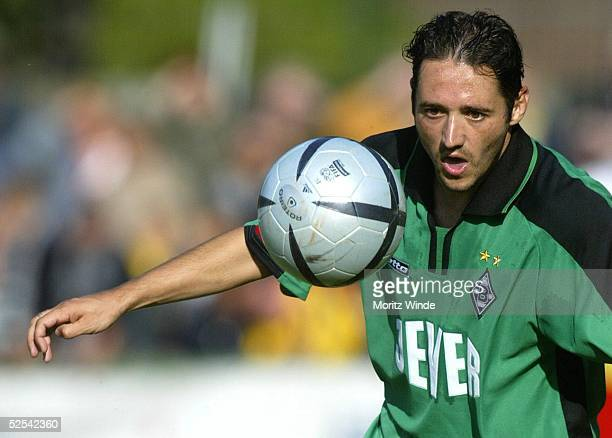 Fussball: Freundschaftsspiel, Dueren; GFC Dueren - Borussia Moenchengladbach; Oliver NEUVILLE / Gladbach 25.06.04.