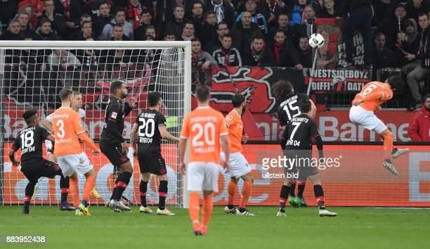 Fussball GER 1 Bundesliga Saison 2016 2017 10 Spieltag Mario Vrancic re erzielt mit diesem Kopfball das Tor zum 32