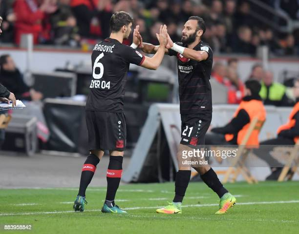 Fussball GER 1 Bundesliga Saison 2016 2017 10 Spieltag Spielerwechsel Aleksandar Dragovic li kommt fuer Oemer Toprak Ömer Toprak