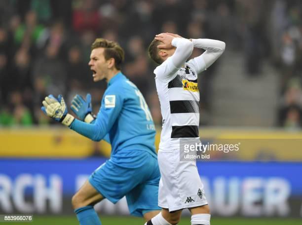 Fussball GER 1 Bundesliga Saison 2016 2017 11 Spieltag Borussia Moenchengladbach 1 FC Koeln 12 Thorgan Hazard re und Torwart Thomas Kessler jubelt