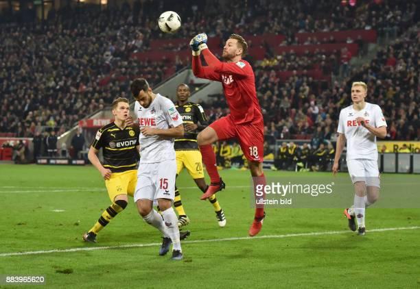 Fussball GER 1 Bundesliga Saison 2016 2017 14 Spieltag Torwart Thomas Kessler rettet mit einer Faustabwehr gegen Matthias Ginter li