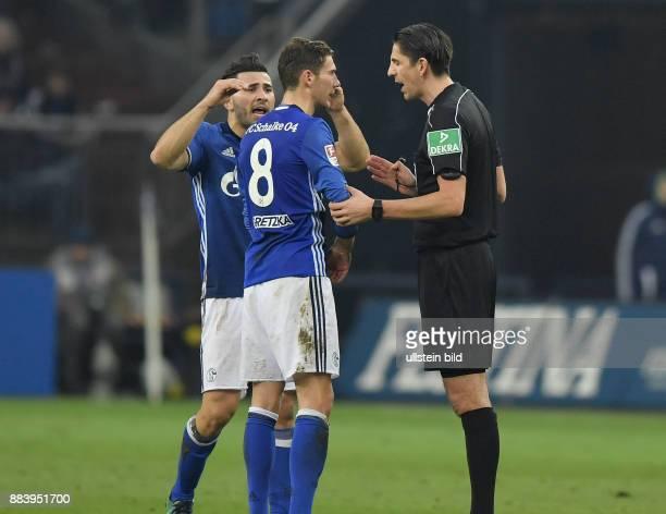 Fussball GER 1 Bundesliga Saison 2016 2017 14 Spieltag FC Schalke 04 Bayer 04 Leverkusen Sead Kolasinac li und Leon Goretzka diskutieren nach dem...