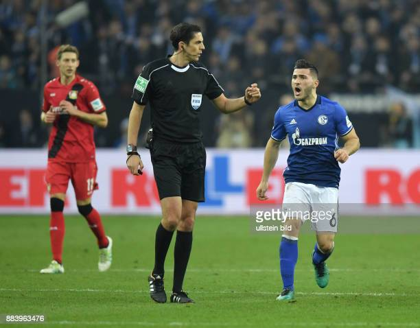 Fussball GER 1 Bundesliga Saison 2016 2017 14 Spieltag Sead Kolasinac re reklamiert bei Schiedsrichter Deniz Aytekin