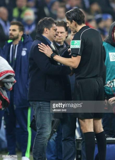 Fussball GER 1 Bundesliga Saison 2016 2017 14 Spieltag Manager Christian Heidel nach dem Spiel mit Schiedsrichter Deniz Aytekin