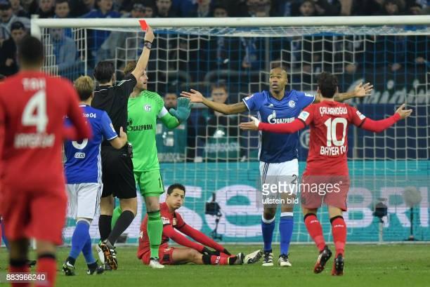 Fussball GER 1 Bundesliga Saison 2016 2017 14 Spieltag FC Schalke 04 Bayer 04 Leverkusen Naldo 2 vre sieht nach einer Notbremse gegen Chicharito...