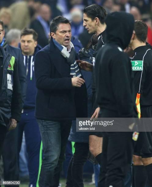 Fussball GER 1 Bundesliga Saison 2016 2017 14 Spieltag FC Schalke 04 Bayer 04 Leverkusen v l Manager Christian HEIDEL beschwert sich bei...