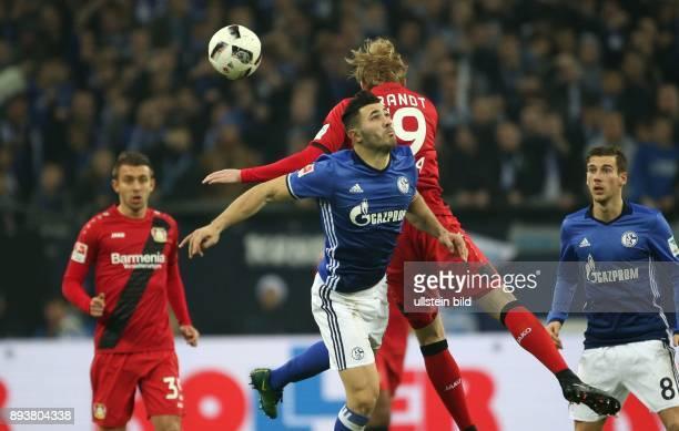 Fussball GER 1 Bundesliga Saison 2016 2017 14 Spieltag FC Schalke 04 Bayer 04 Leverkusen v l Sead KOLASINAC und Julian Brandt im Kopfballduell