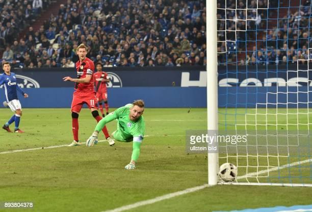 Fussball GER 1 Bundesliga Saison 2016 2017 14 Spieltag FC Schalke 04 Bayer 04 Leverkusen v l Stefan Kießling erzielt das Tor zum 0 zu 1 per Kopf in...