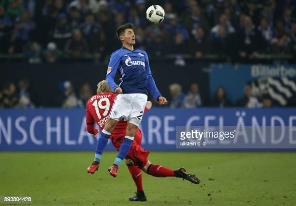 Fussball GER 1 Bundesliga Saison 2016 2017 14 Spieltag FC Schalke 04 Bayer 04 Leverkusen v l Julian Brandt im Duell mit Alessandro SCHOEPF