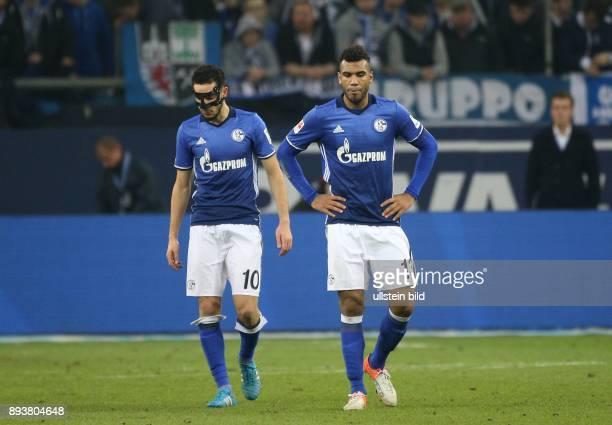 Fussball GER 1 Bundesliga Saison 2016 2017 14 Spieltag FC Schalke 04 Bayer 04 Leverkusen v l Nabil BENTALEB und Eric Maxim CHOUPOMOTING sind...
