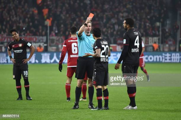Fussball GER 1 Bundesliga Saison 2016 2017 15 Spieltag Bayer 04 Leverkusen FC Ingolstadt Gelb Rote Karte von Schiedsrichter Frank Willenborg fuer...