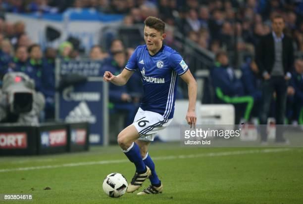 Fussball GER 1 Bundesliga Saison 2016 2017 15 Spieltag FC Schalke 04 SC Freiburg Fabian REESE
