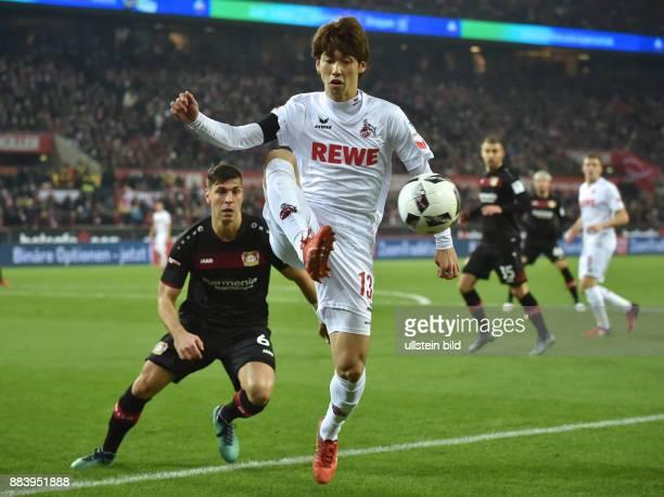 Fussball GER 1 Bundesliga Saison 2016 2017 16 Spieltag Yuya Osako re gegen Aleksandar Dragovic