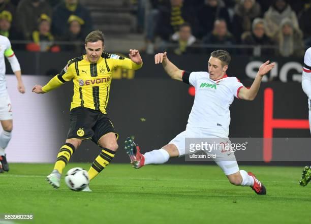Fussball GER 1 Bundesliga Saison 2016 2017 16 Spieltag Mario Goetze Mario Götze li gegen Dominik Kohr Goetze trifft mit diesem Schuss nur den...