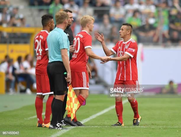 Fussball GER 1 Bundesliga Telekom Cup 2017 Finale SV Werder Bremen FC Bayern Muenchen Spielerwechsel vre Rafinha Felix Goetze Felix Götze Corentin...
